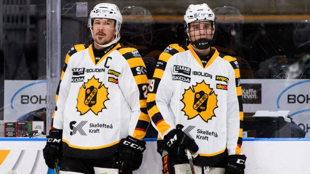 Jimmie Ericsson och Albin Sundsvik innan Sundsviks SHL-debut mot Frölunda.