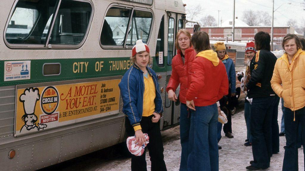 Åke Andersson, Jörgen Pettersson och Jan-Ove Wiberg gör sig redo för den lång bussresan från Winnipeg till Fargo.