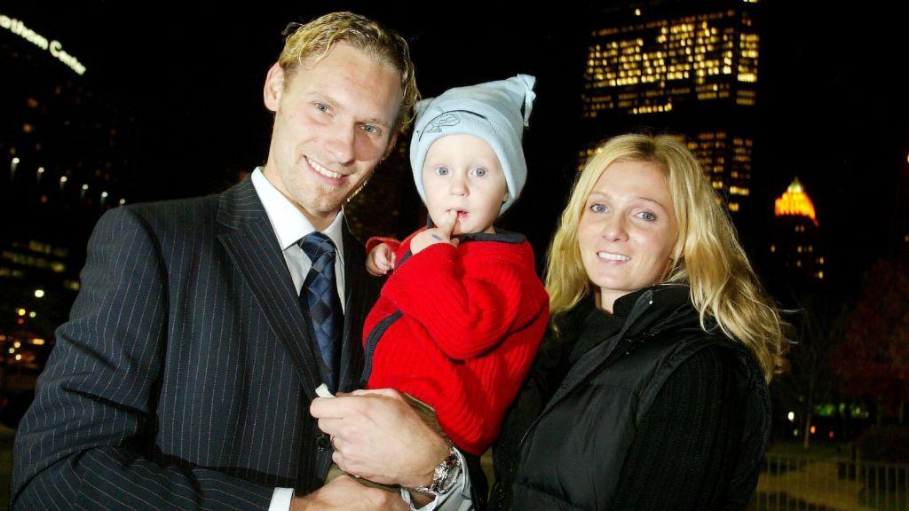 Oliver Tärnström, 14 månader, tillsammans med pappa och mamma i Pittsburgh.