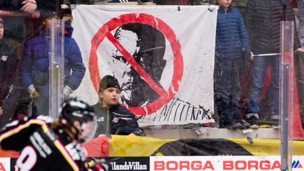 Protest mot Leif Boork i Luleå i samband med en SDHL-match 2018.