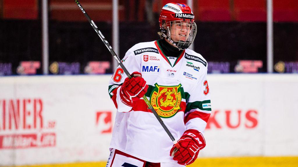 Isak Garfvé har fått göra flera matcher i Moras A-lag, både i SHL och i Hockeyallsvenskan.