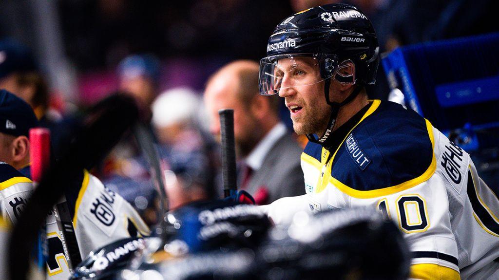 Martin Thörnberg tvivlar ibland på ifall han borde lägga skridskorna på hyllan.