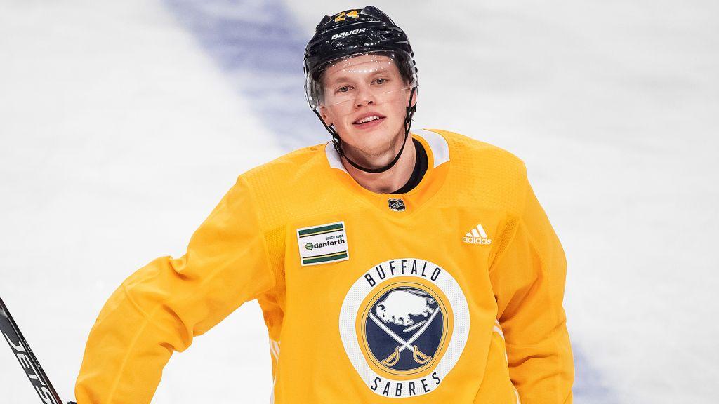 Lawrence Pilut väntar fortfarande på att få göra sin första NHL-match den här säsongen.