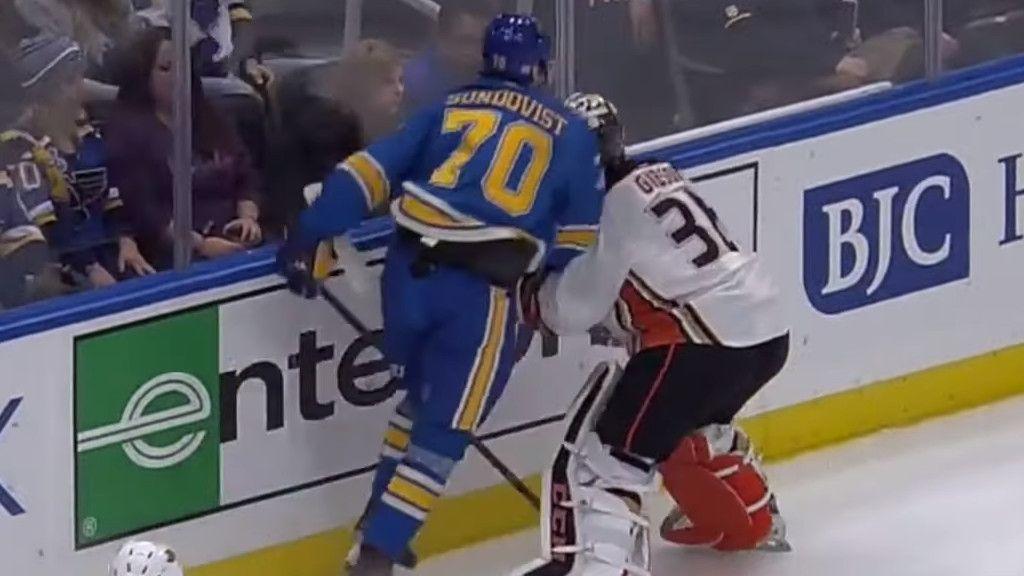 Stanley Cup-svensken riskerar avstängning – sänkte stjärnmålvakten