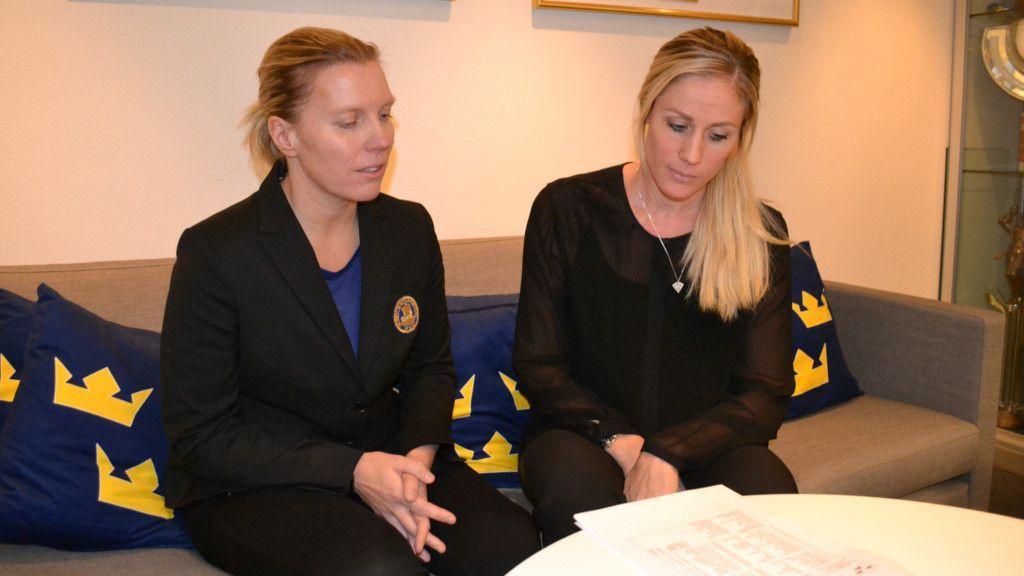Martinsen och Ahlgren-Bloom blickar igenom den svenska truppen.