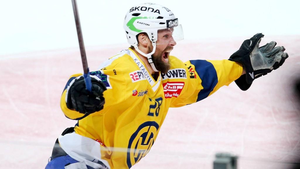Zuerich, 11.04.2015, Eishockey NLA Playoff Final, ZSC Lions - HC Davos, Davos Dick Axelsson jubelt n