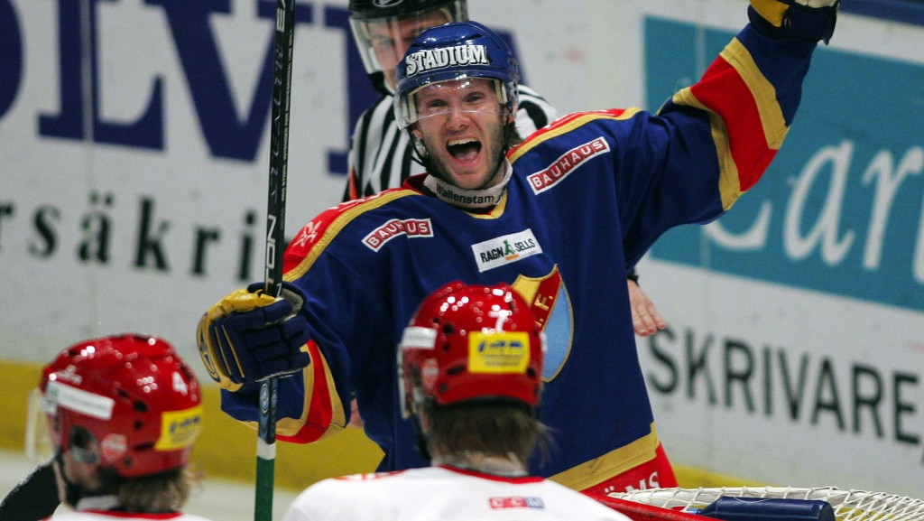 041206 Ishockey, Elitserien, DjurgŒrden - Modo: Nils Ekman, DjurgŒrden. Jubel. © BildbyrŒn - 41538.