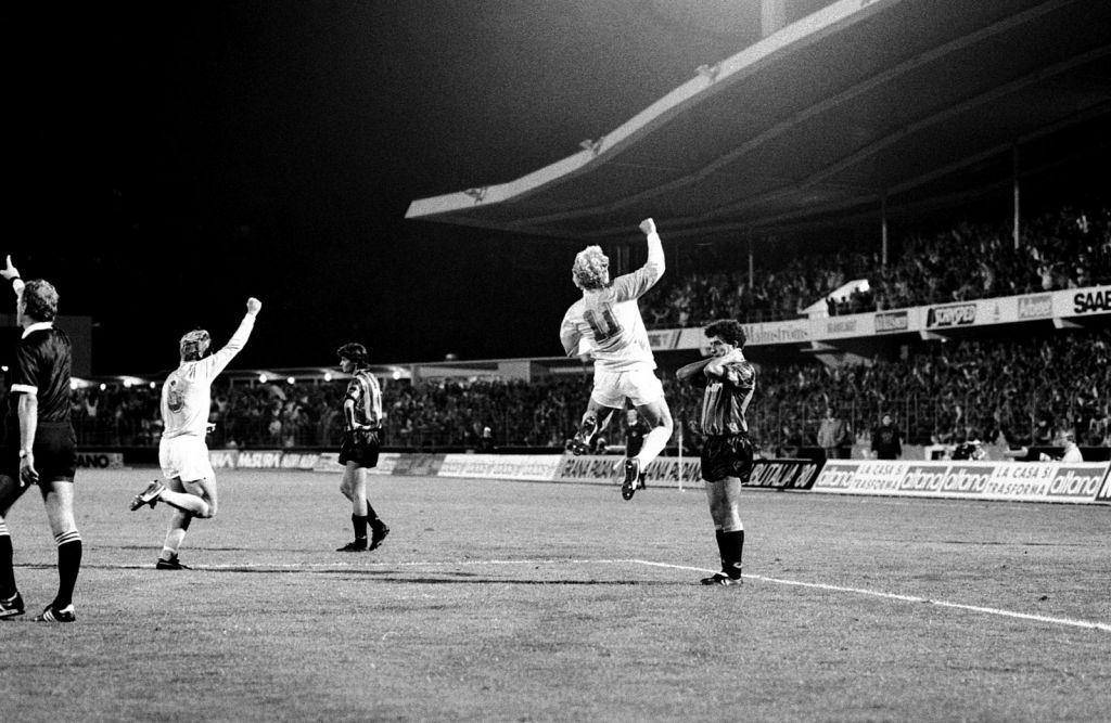 Matchhjälten Håkan Lindman efter sitt mål mot Inter 1989.