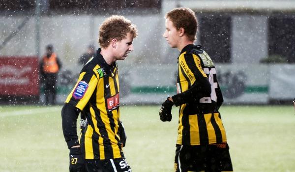 I vintras plockade Häcken in tvillingarna Gustafsson, födda i januari 1995, som båda spelade nyckelroller i Fässbergs Gothia Cup-vinnande U18-lag förra sommaren. Av Simon (vänster i bild) och Samuel har den förstnämnde fått störst förtroende under försäsongen och säsongsinledningen. Vi behöver inte sätta någon press på de båda mittfältarna, men är det så att vi inom några år har ett nytt tvillingpar i landslaget?