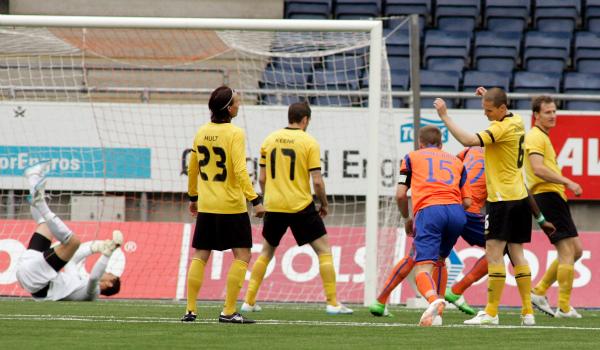 När Elfsborg åkte till Norge för att möta Ålesund i den tredje kvalomgången till Europa League 2011 låg Elfsborg tvåa i allsvenskan. Ålesund låg åtta i norska ligan. Matchen slutade i förnedring, 4-0 till norrmännen. Returen på Borås Arena slutade 1-1.