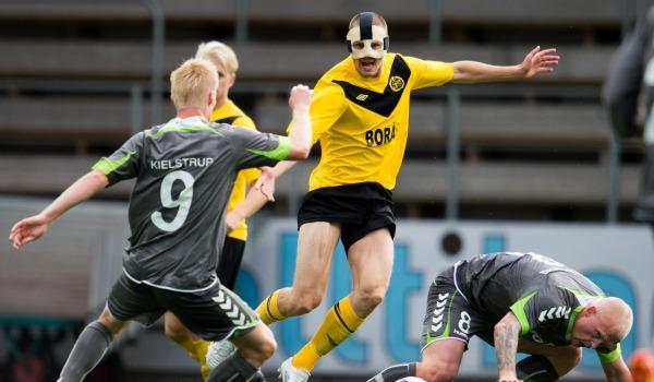 Även förra säsongen, 2012, åkte Elfsborg ut mot skandinaviskt motstånd. Den här gången hade Borås-laget ett okej utgångsläge inför hemmareturen mot AC Horsens, trots ett sent 1-1-mål av danskarna i första mötet. På hemmaplan förlorade Elfsborg med 2-3 och fick koncentrera sig på att hålla i sin allsvenska serieledning - något som slutligen landade i ett SM-guld.