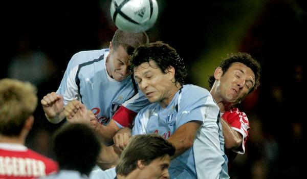 Samma säsong försökte Malmö FF kvala in till Champions League som regerande svenska mästare. Laget innehöll spelare som proffsåtervändarna Daniel och Patrik Andersson, förre storspelaren Jari Litmanen samt en formtoppad Afonso Alves, och chanserna för ett svenskt lag att nå CL-gruppspelet ansågs större än på länge. Men schweiziska FC Thun vann med 1-0 i Malmö och krossade sedan MFF med 3-0 i returmötet.